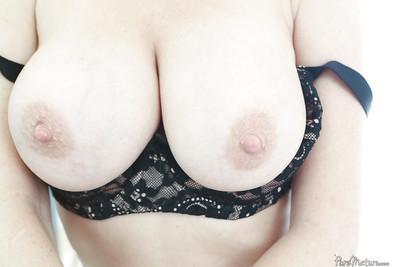 Big tits mature slut Veronica Avluv reveals her ass in high heels