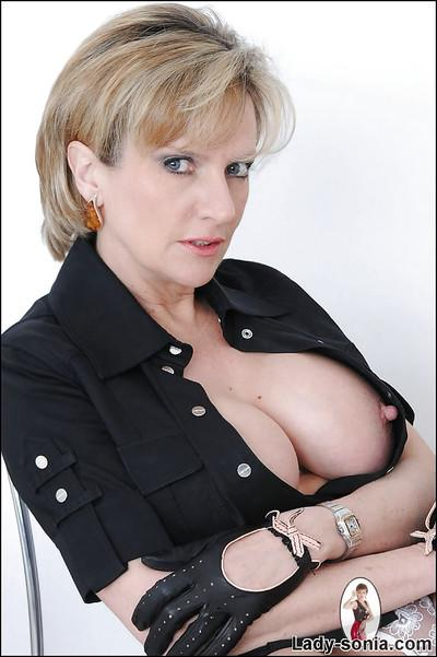 Mature blonde Lady Sonia is painting her nice full lips on cam