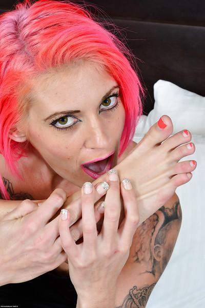 Flexible tattoo model Staci Simpson gets naked and sucks her own toes