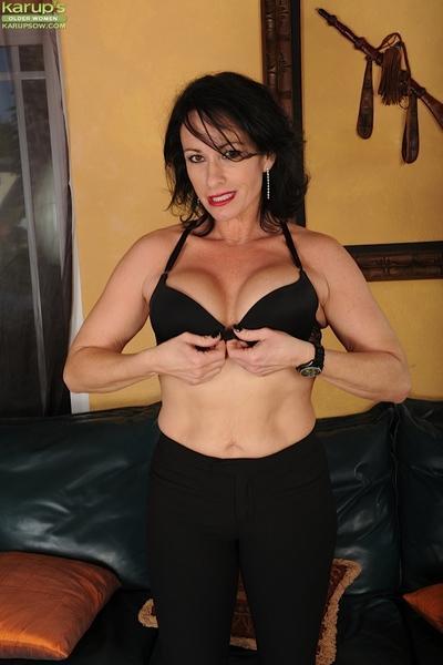 Busty mom Braxton Kai posing topless in black panties and heels