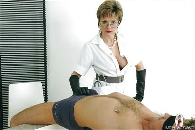 Cock hungry mature femdom in leather gloves gives a sensual blowjob