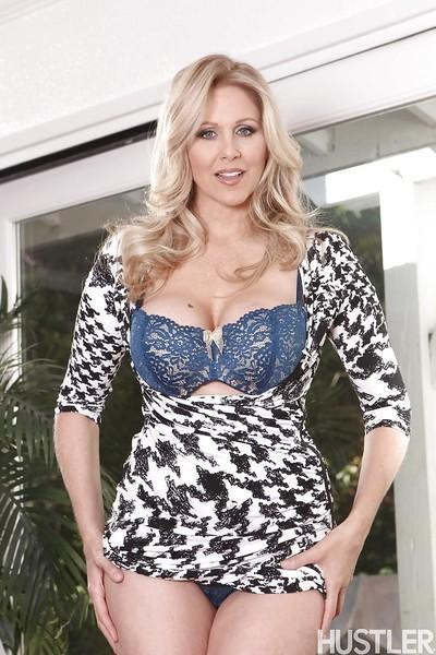 Big boobed blonde pornstar Julia Ann exposing large knockers