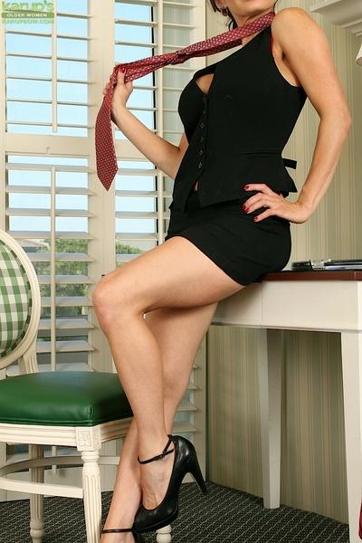 Leggy mom Harley Davis flashing panties underneath little black dress