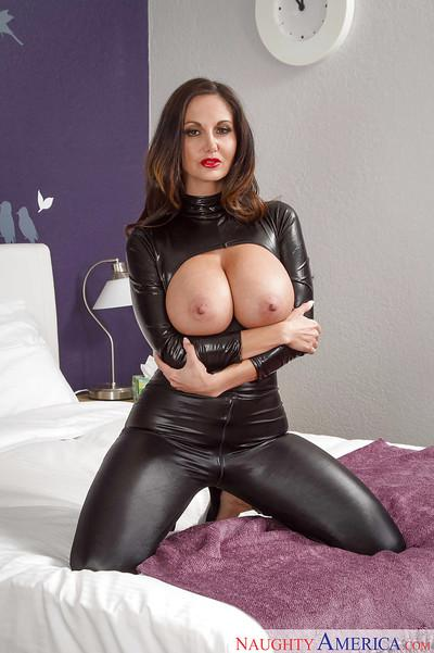 Mature fetish fan Mia Ryder leaves her fantastically huge tits exposed