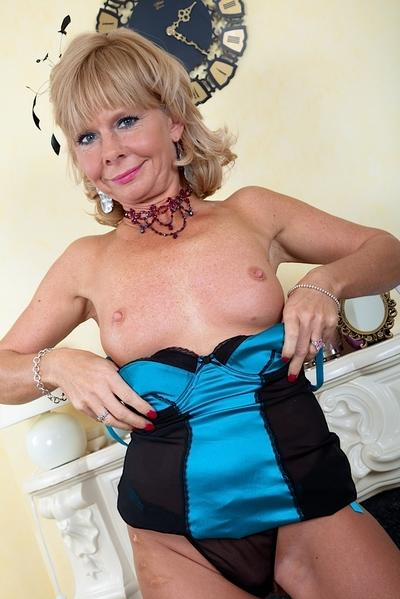 Older blonde babe Cathy Oakley exposing nice granny tits and long nipples