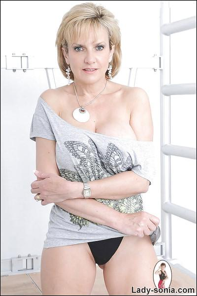 Seductive mature lady showing off her boobs and and sexy fanny