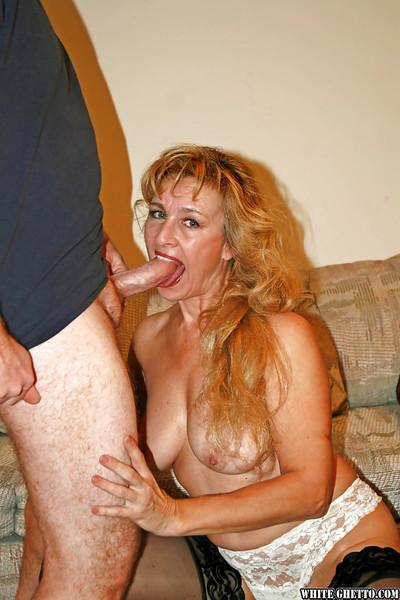 Mature slut with big tits Mia dose an amazing blowjob in her stockings