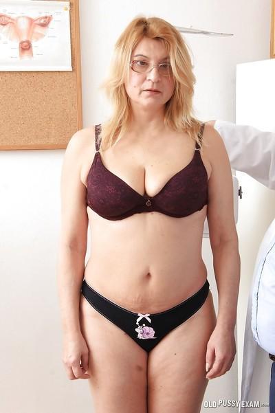 Big tits mature Jitule reveals her fatty ass and cunt in close up