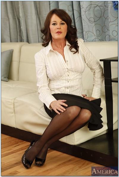 Elegant mature Bella Roxxx denudes boobs and masturbates in stockings