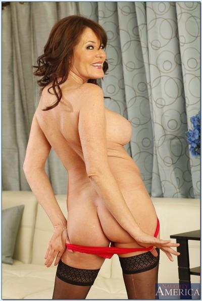 Elegant mature Bella Roxxx denudes boobs and masturbates in stockings