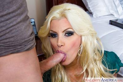 Careful blonde housewife Laura Bentley gulps delicious doniker