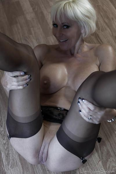 Tall blonde lady Jan Burton undresses to spread shaved vagina