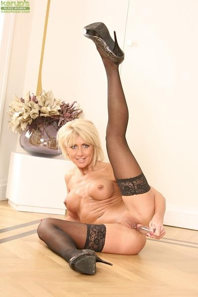 Mature babe in stockings Cathie is masturbating without shame