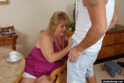 Fatty mature blonde Jenna is sucking this pretty small dick!