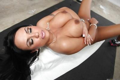 Sports MILF Mariah Milano denudes huge tits and rubs shaved pussy