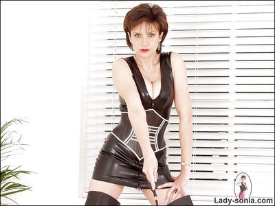 Perky mature fetish lady has no panties under her latex dress