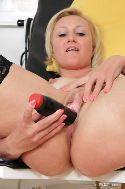 Stocking adorned blonde mom Lenny having speculum inserted into bald cunt