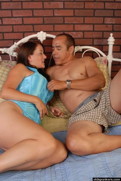 Mature big-tit brunette is demonstrating her deepthroat skills