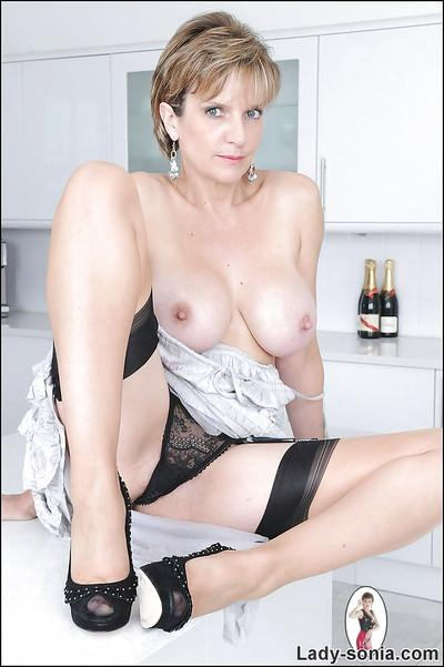 Mature fetish lady in stockings exposes her big jugs and sexy ass