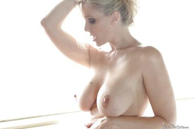 Stunning mature Julia Ann gets her juicy moist pussy licked