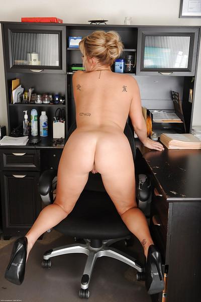 Blonde secretary Kayla Larson stripping naked at work place