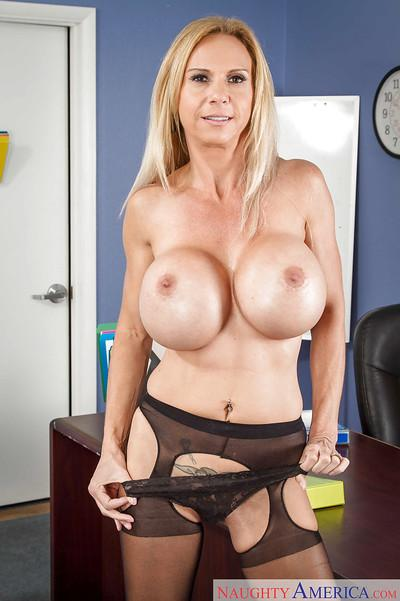 Mature blonde Brooke Tyler dreams only about hardcore banging