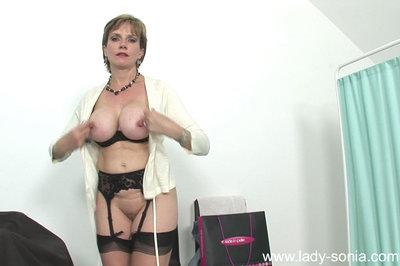 Mature lady masturbating her cunt with a toy and sucking a hard cock