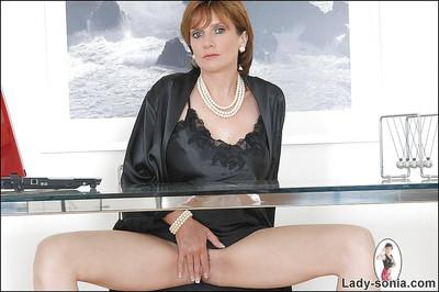 Mature fetish lady with no panties demonstrating her trimmed cooter