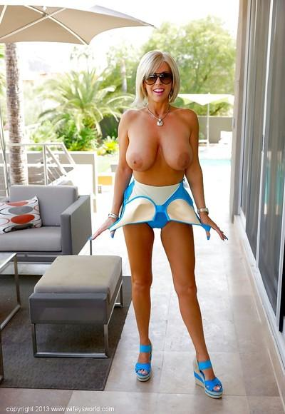 Kicky mature blonde in sexy outfit flashing her boobs and panties