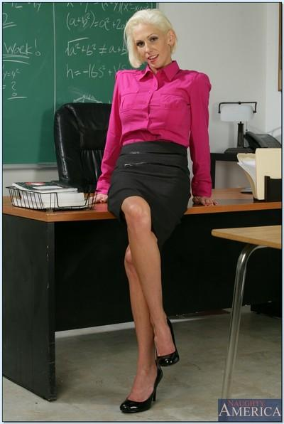Hot teacher mom Kasey Grant revealing her amazing boobs and booty