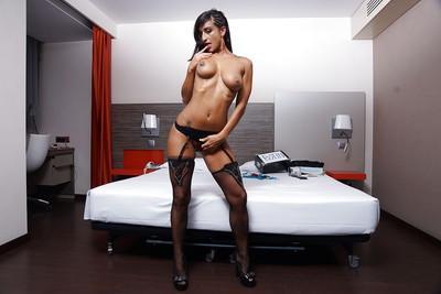 Babe Latina Coral Joice demonstrates her truly big natural boobs