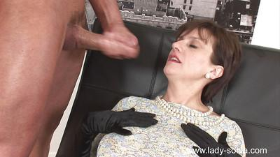 Mature femdom gives a blowjob to her blindfolded slave and gets facialized