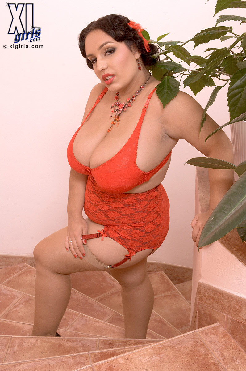 Amazing fat milf anna carlene will make your cock rock hard