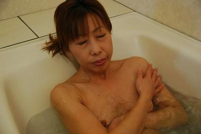 Skinny asian MILF with tiny titties Aki Iwashita taking shower and bath