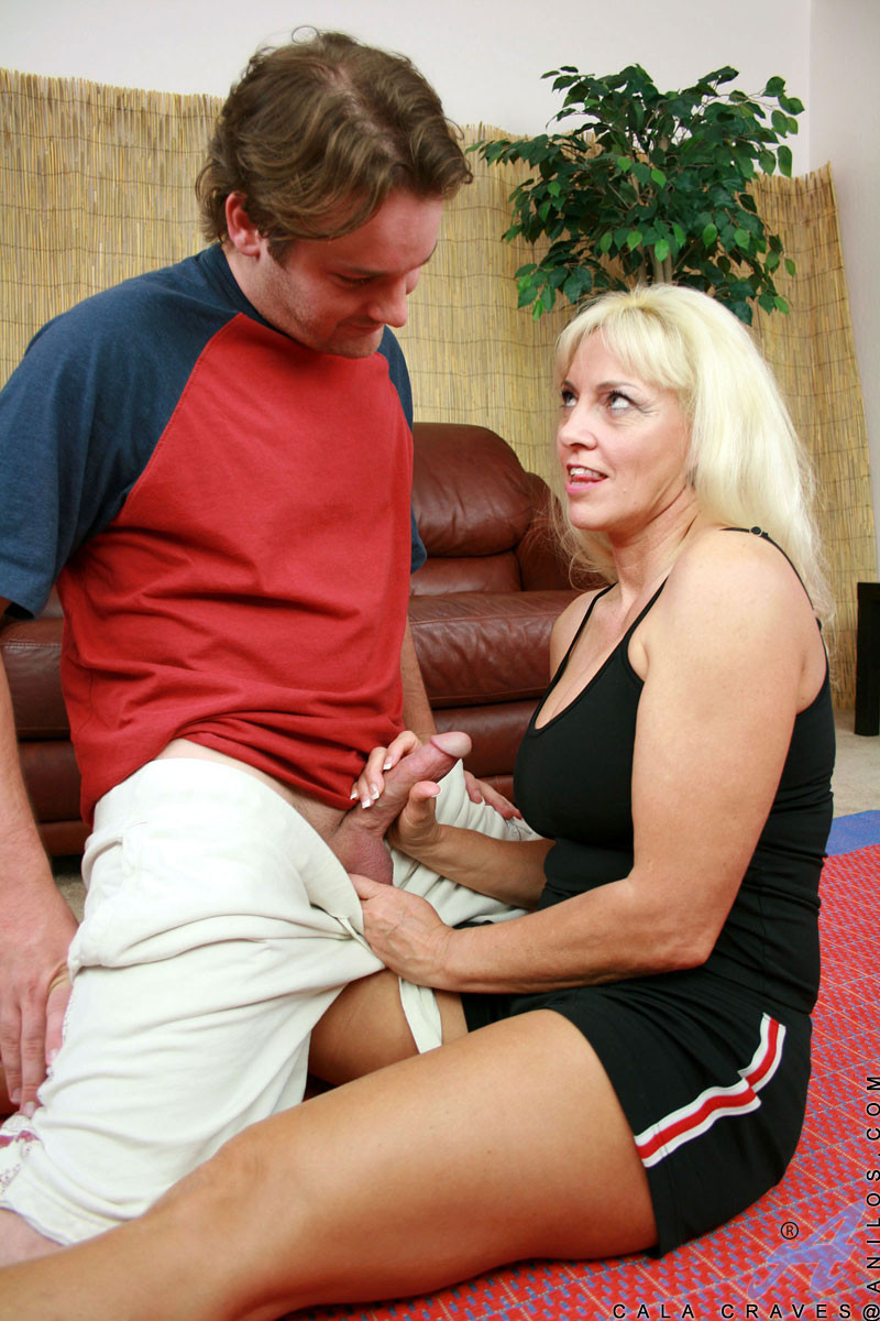 Blonde anilos cougar gets deeply banged by a young stud