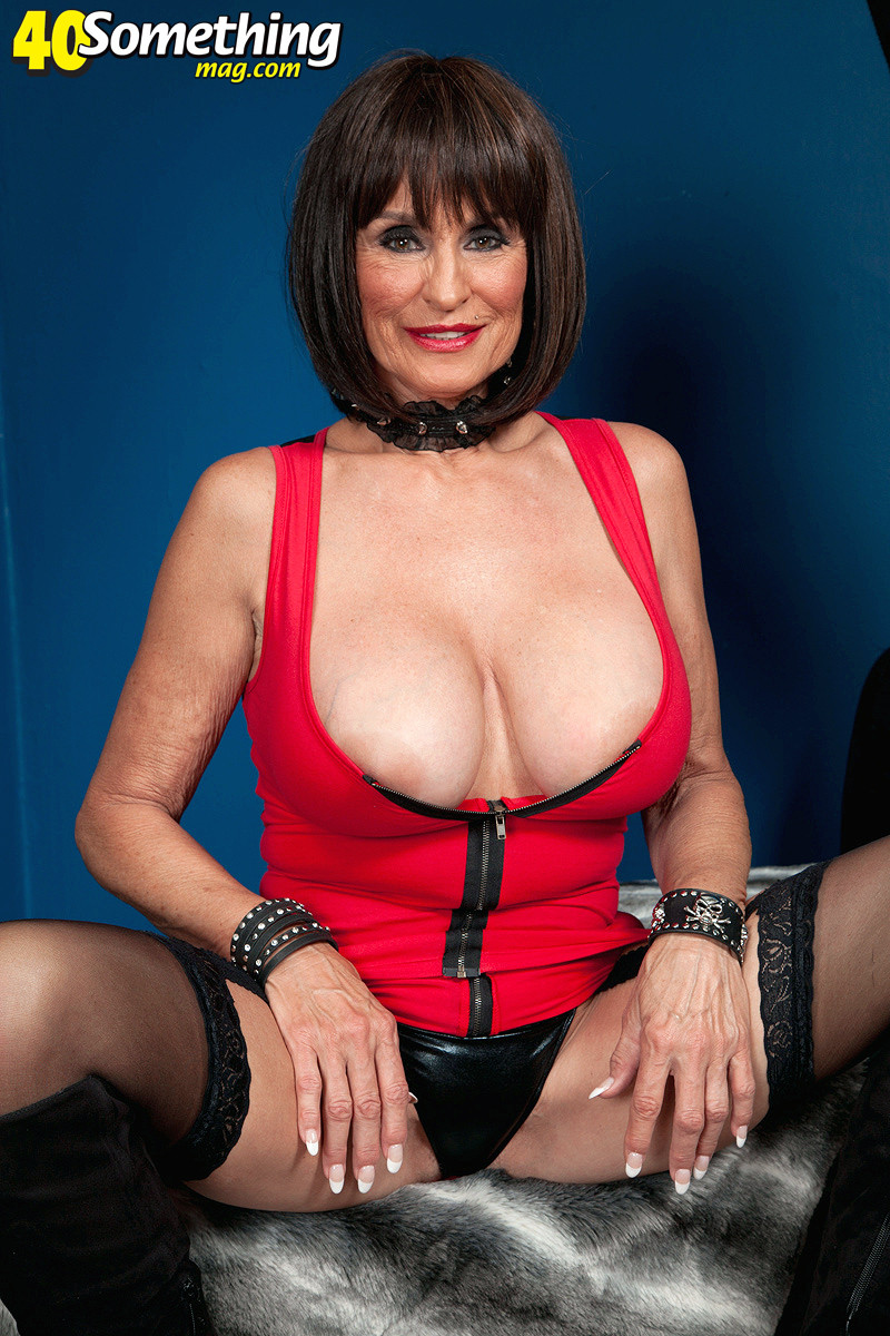 Mature woman dressed to fuck