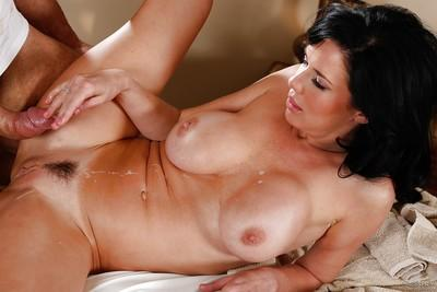 Milf Veronica Avluv is banging with her muscular masseur on cam