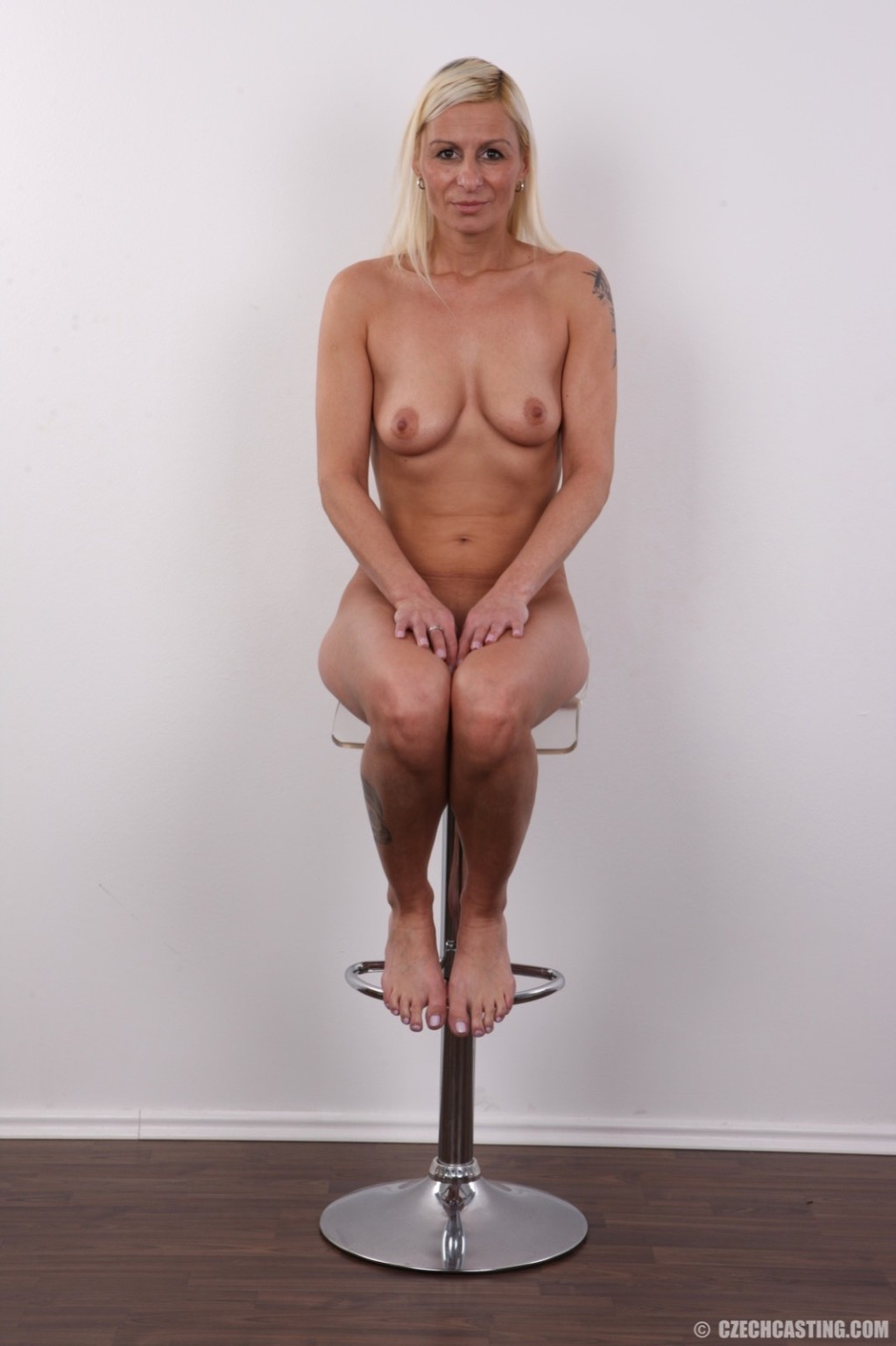 Mature wife poses in these casting pics