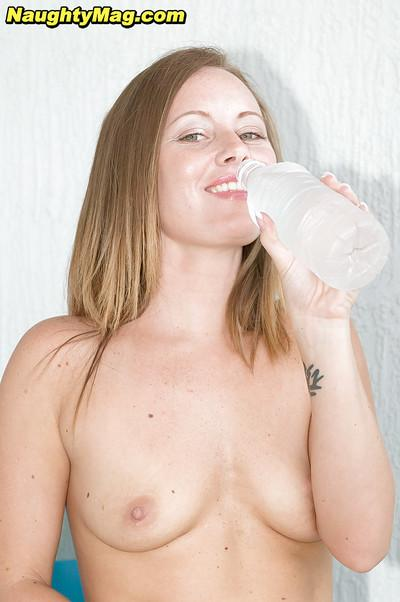 Amateur mom Jordan Nevaeh unveils tiny tits before spreading pussy