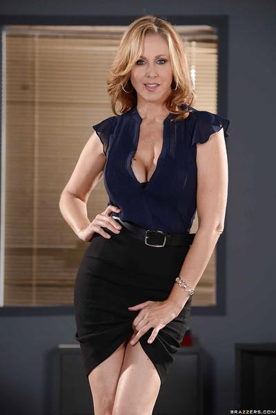 Enchanting milf Julia Ann likes having affairs in the office room