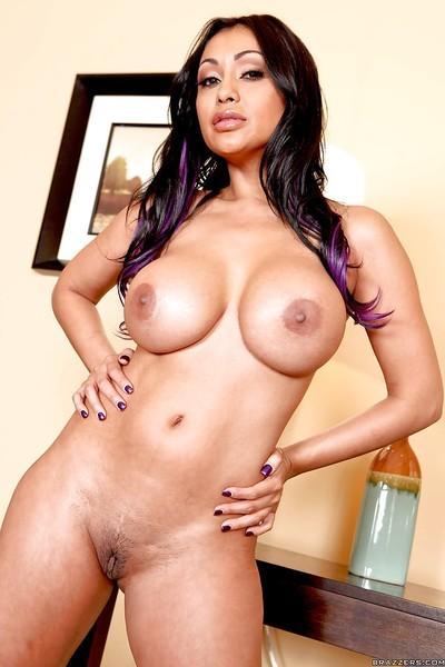 Indian MILF wife Priya Anjeli Rai exposing her booming assets