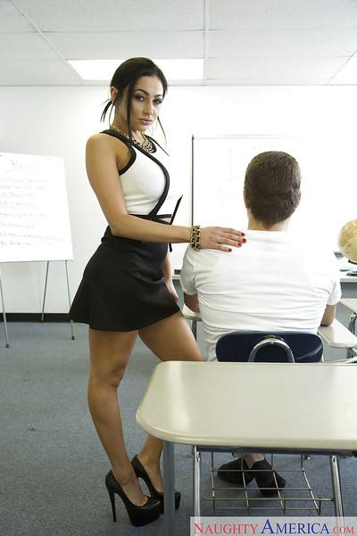 Beautiful MILF teacher Audrey Bitoni flashing ass compliments of upskirt