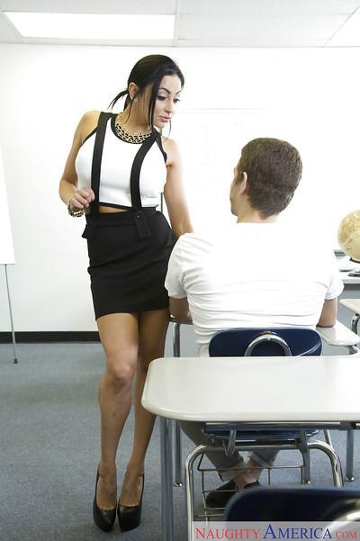 Beautiful MILF teacher Audrey Bitoni flashing ass compliments of upskirt