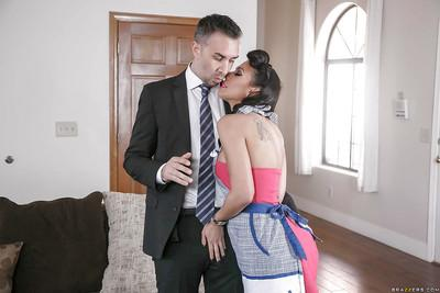 Busty MILF pornstar Rachel Starr giving blowjob in vintage clothing