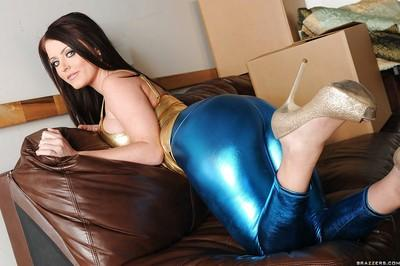 Beauteous MILF Sophie Dee stripping her ass from latex leggings