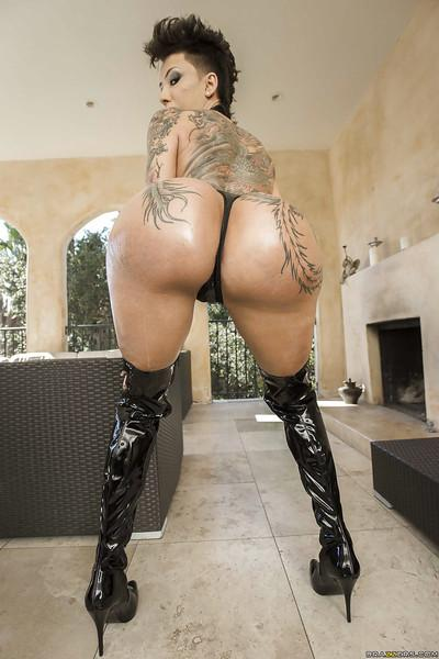 Short haired fetish babe Bella Bellz poses inked body in thigh high boots