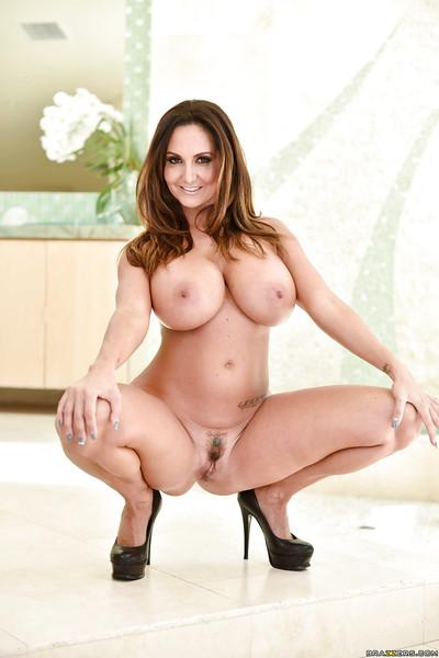 Latina wife Ava Addams pulls down denim jeans to show off big booty