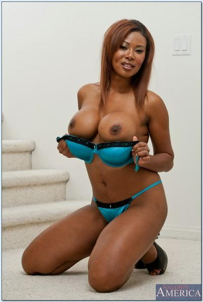 Ebony MILF babe with big tits Jessica Dawn shows off her curvy body