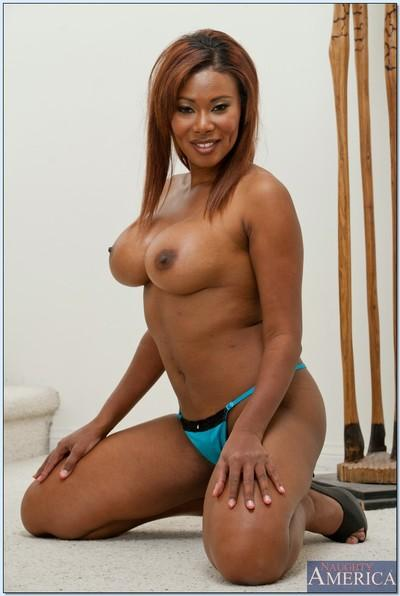 Ebony MILF babe with big tits Jessica Dawn shows off her curvy body