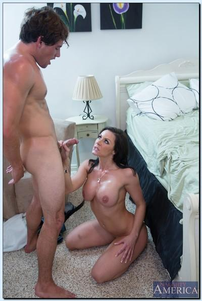 Hot cougar Kendra Lust gets fucked and takes a cumshot on her chin and rack